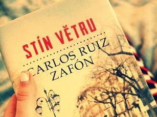 carlos-ruiz-zafon-stin-vetru
